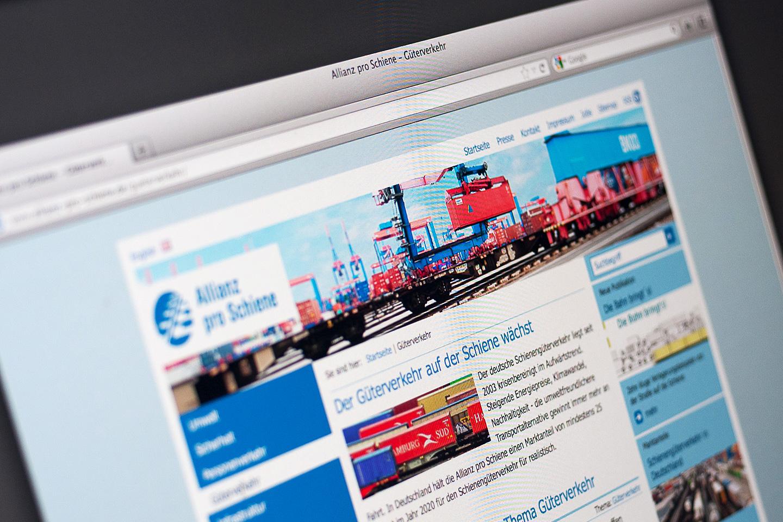 """Allianz pro Schiene Konzeption, Fotografie und Gestaltung der Kopfbilder zur Website und zur Broschüre zum 10 jährigen Jubiläum der """"Allianz pro Schiene/ Berlin"""" 2010"""