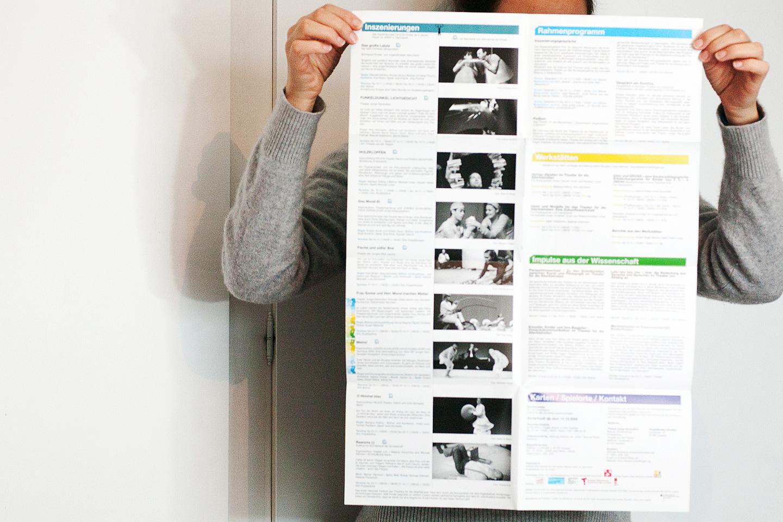 """Theater von Anfang an Gestaltung von Plakat, Programmplan, DVD Cover, Label, Booklet und Buchtitel für das Festival des Theaters für die Allerkleinsten """"Theater von Anfang an / Kinder- und Jugendtheaterzentrum der Bundesrepublik Deutschland / Dresden"""" 2008"""