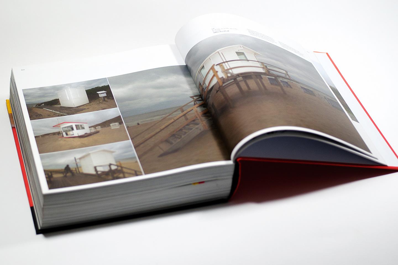 """ein Tag Deutschland Doppelseite in dem Fotobuch """"ein Tag Deutschland / FREELENS / dpunkt.verlag"""" 2010"""
