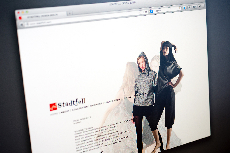"""Stadtfell Design Berlin Anlage von Corporate Regeln in Schrift und Farbe, Konzeption, Gestaltung und Umsetzung von Internetauftritt und Webshop ür das modedesign Label """"Stadtfell Design Berlin / Berlin"""" 2012"""